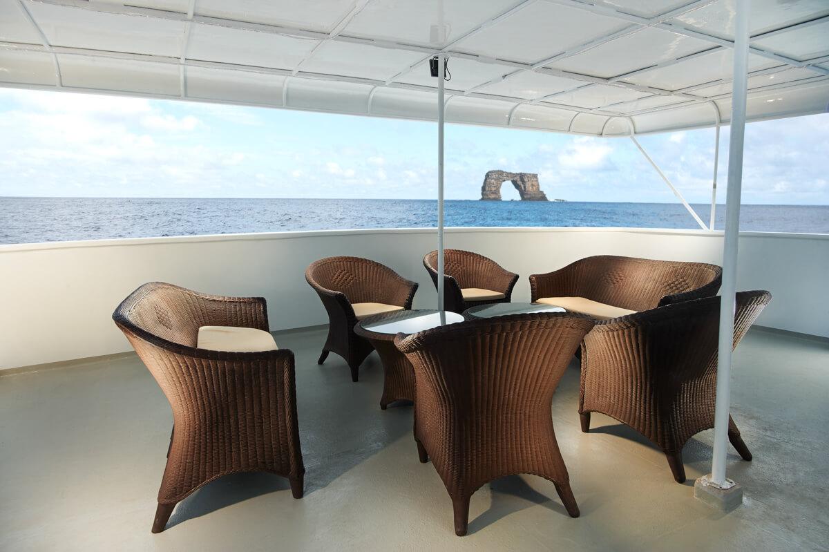 tropical-seas_schiffe_galapagos-master-0-03