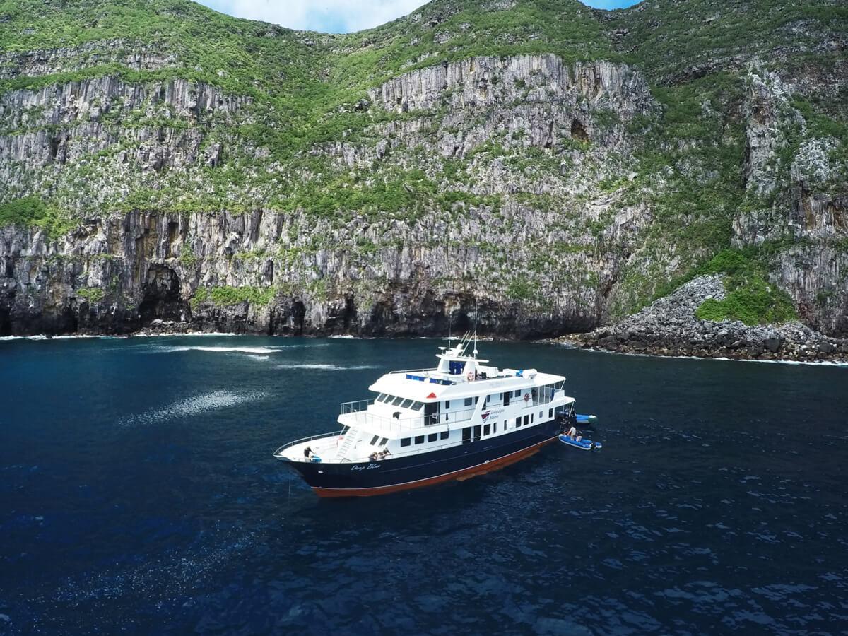 tropical-seas_schiffe_galapagos-master-0-04