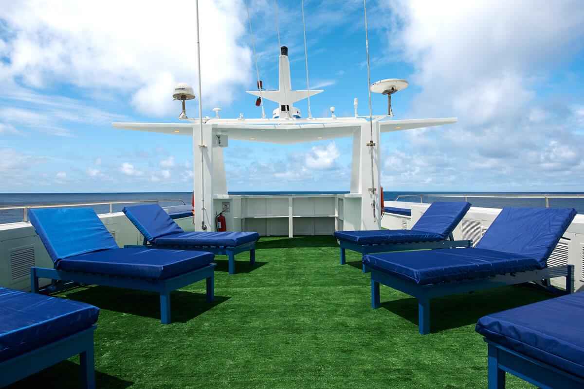 tropical-seas_schiffe_galapagos-master-0-07