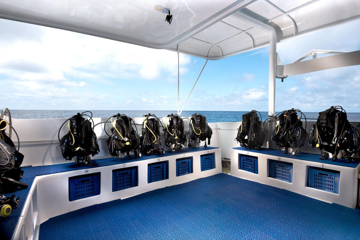 tropical-seas_schiffe_galapagos-master-0-10