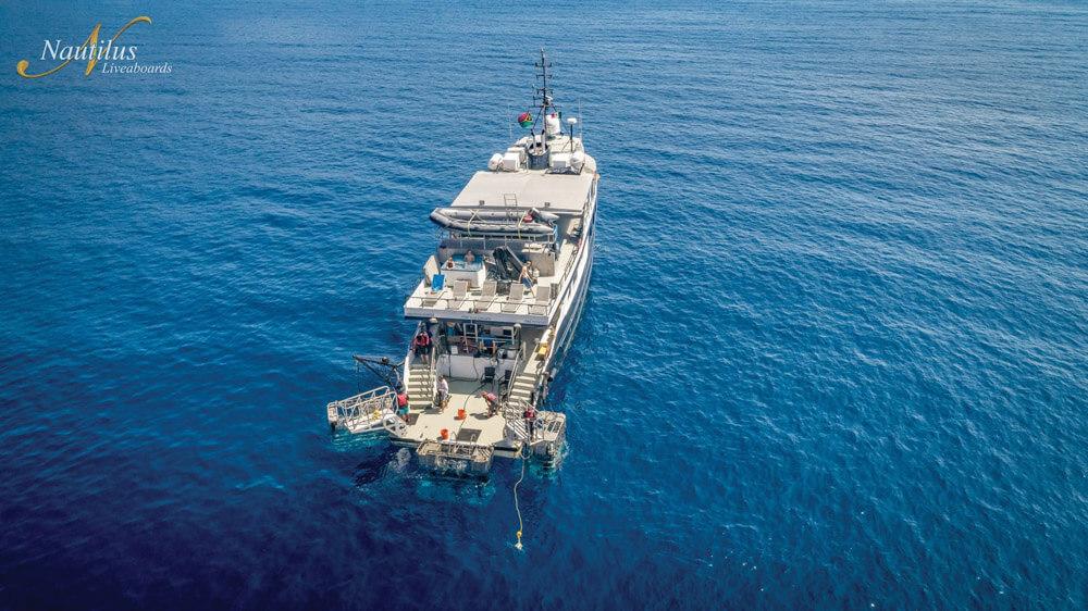 tropical-seas_schiffe_nautilus-under-sea-10