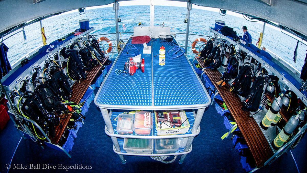tropical-seas_schiffe_spoil-sport-0-04